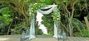 スクエアアーチ<br>アーチ:木製、台座:鉄製<br>設置場所:ビーチ・ガーデン・ジャングル、デッキ、他<br>装飾別途<br>