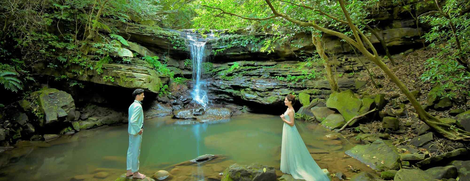 沖縄西表島フォト・ウェディング Iriomote Island Okinawa Kura Waterfall Photo Wedding クーラの滝 挙式前撮影