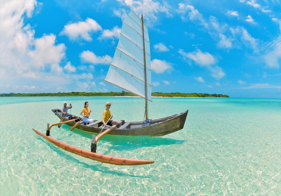 沖縄竹富島フォトウェディング/ Taketomi Island Okinawa Beach Sabani Boat Photo Wedding/ 竹富島コンドイ・ビーチ・サバニ舟フォトウェディング
