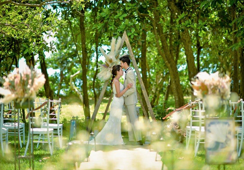 石垣リゾートホテル 沖縄結婚式 ピースフル・ガーデン・ウェディング 花々が咲き乱れる挙式シーン