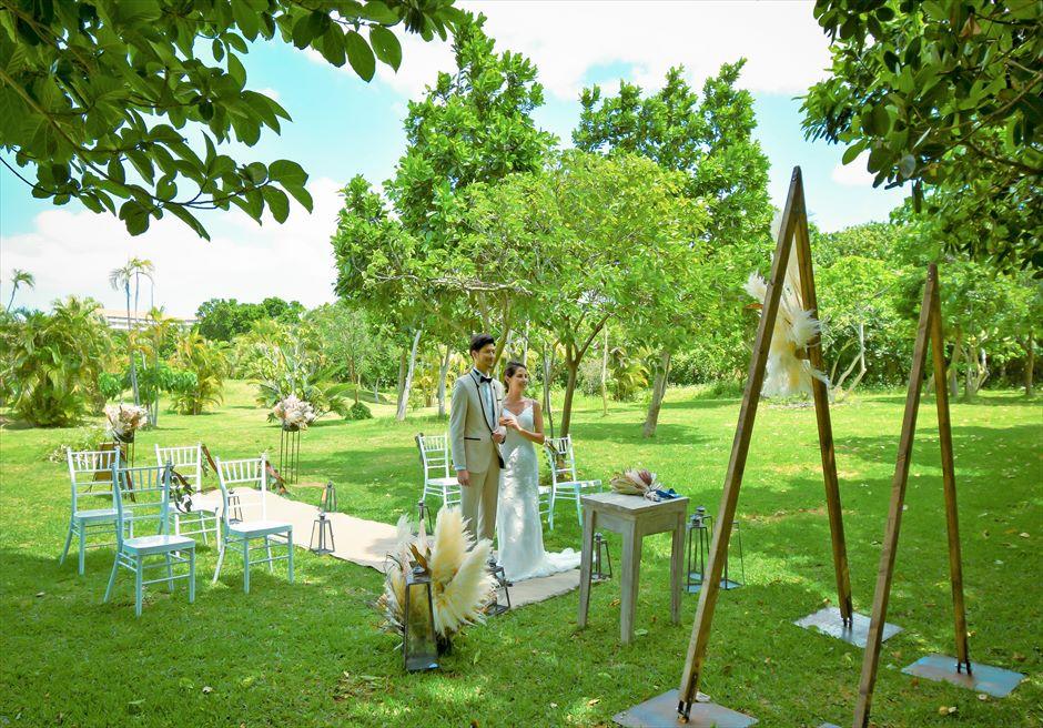 石垣リゾートホテル 沖縄結婚式 ピースフル・ガーデン・ウェディング 静寂に包まれた挙式シーン