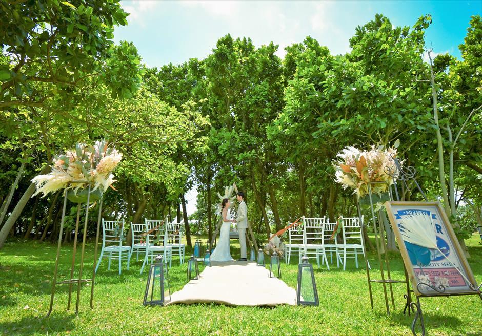 石垣リゾートホテル 沖縄結婚式 ピースフル・ガーデン・ウェディング 緑深い木々が目の前に広がる挙式シーン