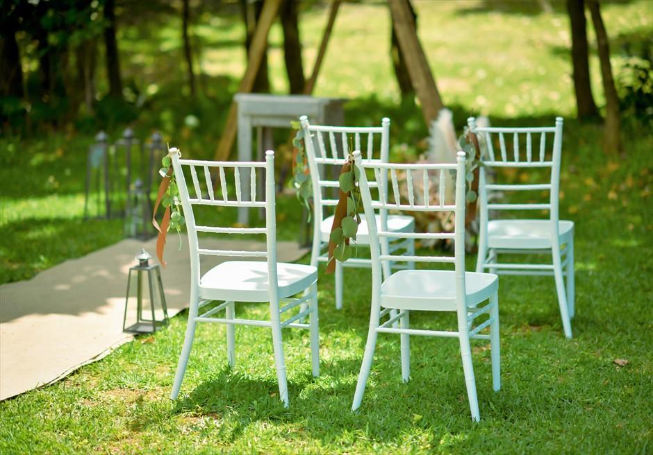 石垣リゾートホテル結婚式 ピースフル・ガーデン・ウェディング ホワイト・ティファニーチェア