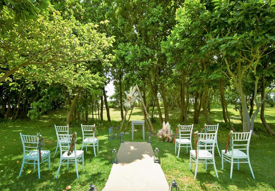 石垣リゾートホテル結婚式 ピースフル・ガーデン・ウェディング 緑深い木々に囲まれた挙式会場