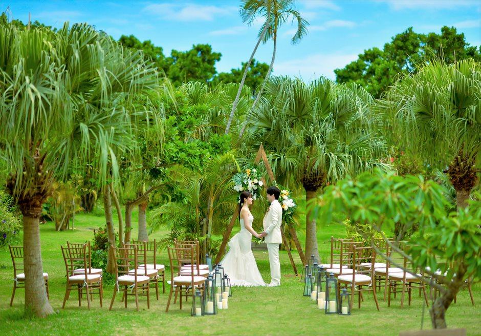 石垣リゾートホテル・沖縄結婚式 トロピカル・ガーデン・ウェディング リゾート感溢れるガーデン挙式