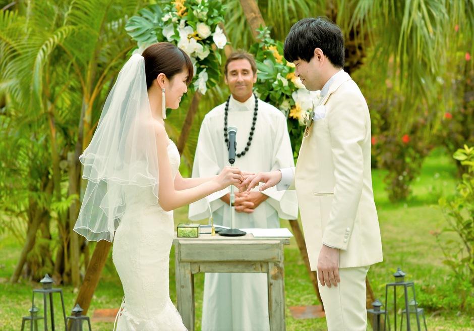 石垣リゾートホテル・沖縄結婚式 トロピカル・ガーデン・ウェディング 指輪交換