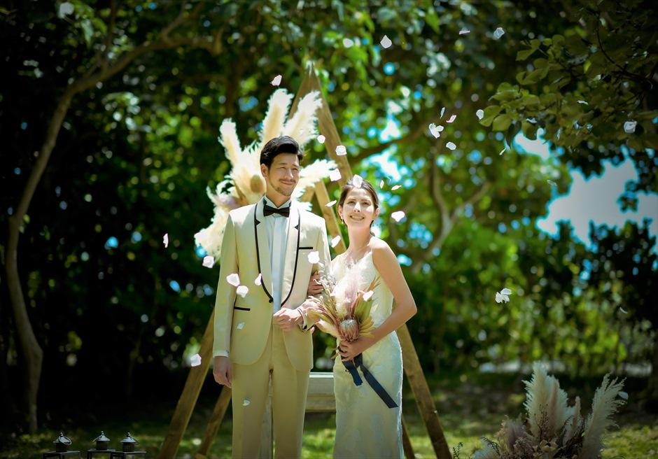 石垣リゾートホテル沖縄・ガーデン挙式 フォレスト・ガーデン・ウェディング 生花のフラワーシャワー