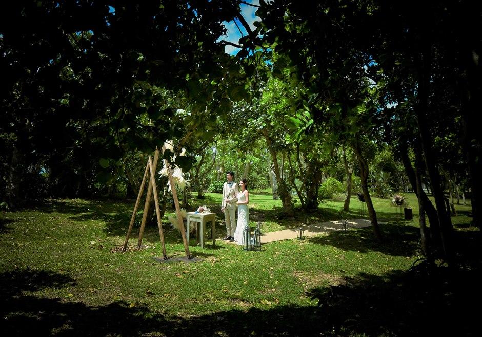 石垣リゾートホテル沖縄・ガーデン挙式 フォレスト・ガーデン・ウェディング 美しい森林に囲まれた挙式シーン