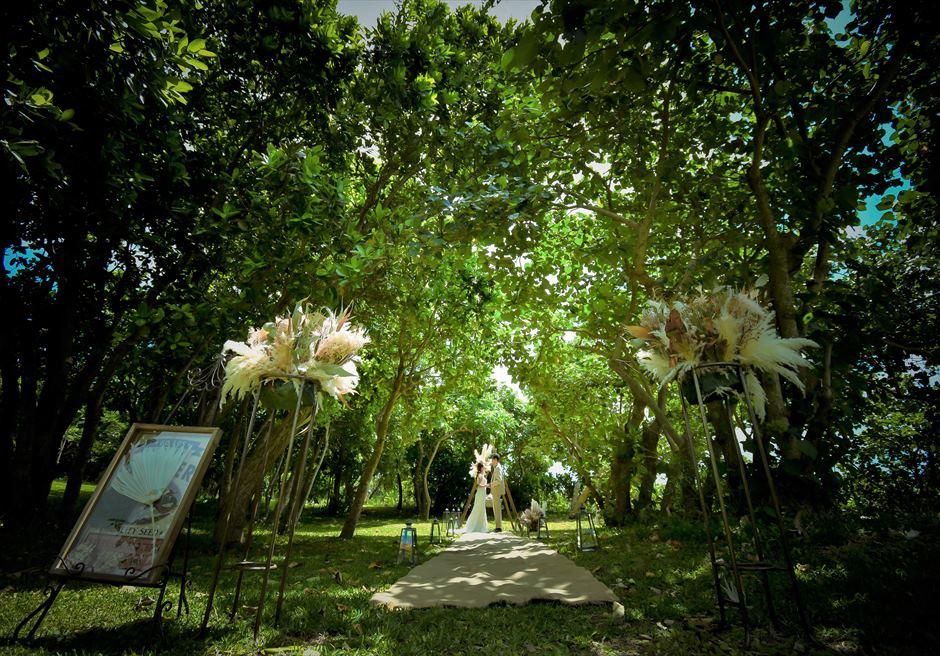 石垣リゾートホテル沖縄・ガーデン挙式 フォレスト・ガーデン・ウェディング 妖精が舞い降りるような挙式シーン