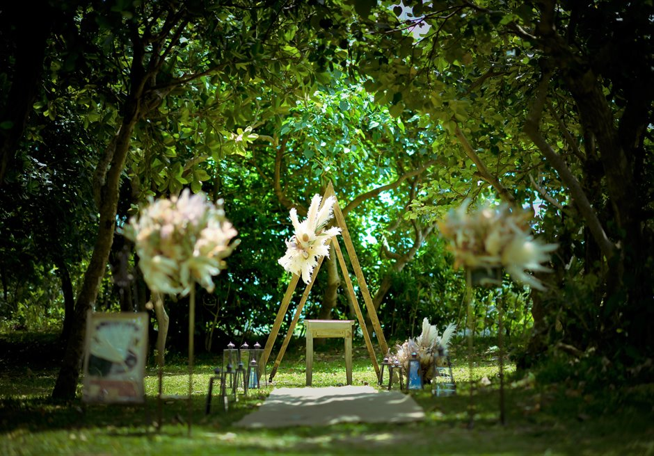 石垣リゾートホテル・沖縄結婚式 フェアリー・ガーデン・ウェディング 美しい木々に囲まれた神秘的な挙式会場