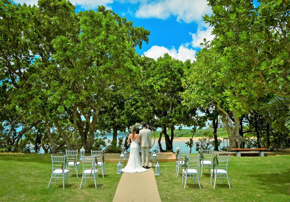 石垣リゾートホテル・沖縄結婚式 オーシャンフロント・デッキ・ウェディング 海が目の前に広がる挙式シーン