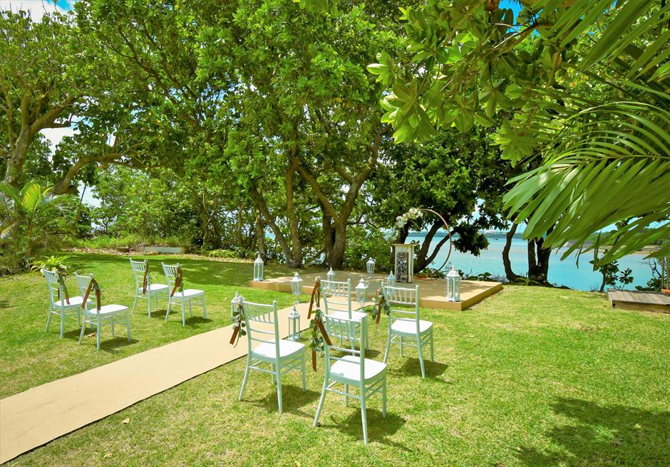 石垣リゾートホテル・沖縄結婚式 オーシャンフロント・デッキ・ウェディング ガーデンより海のエッジに続く挙式会場