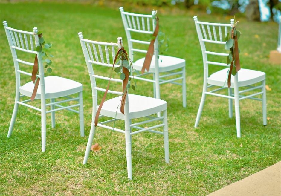 石垣リゾートホテル・沖縄結婚式 オーシャンフロント・デッキ・ウェディング ホワイト・ティファニーチェア装飾