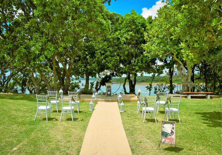 石垣リゾートホテル・沖縄結婚式 オーシャンフロント・デッキ・ウェディング 緑深い木々が生い茂る挙式会場