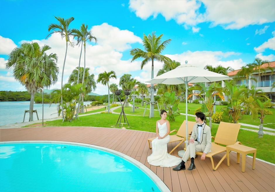 石垣リゾートホテル・フォトウェディングインフィニティ・プール・デッキチェア