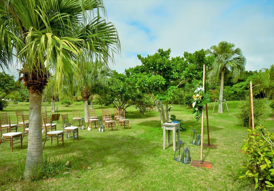 石垣リゾートホテル・沖縄結婚式 トロピカル・ガーデン・ウェディング 美しい森林と木々に囲まれた挙式会場