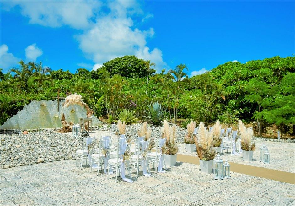 コーラル・テラス石垣島 コーラル・チャペル ラスティック・ウェディング 挙式会場よりジャングルを一望する