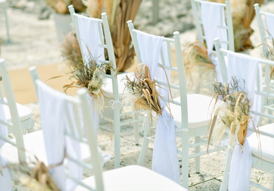 コーラル・テラス石垣島 コーラル・チャペル ラスティック・ウェディング ティファニーチェア ホワイトサッシュ&アートフラワー装飾