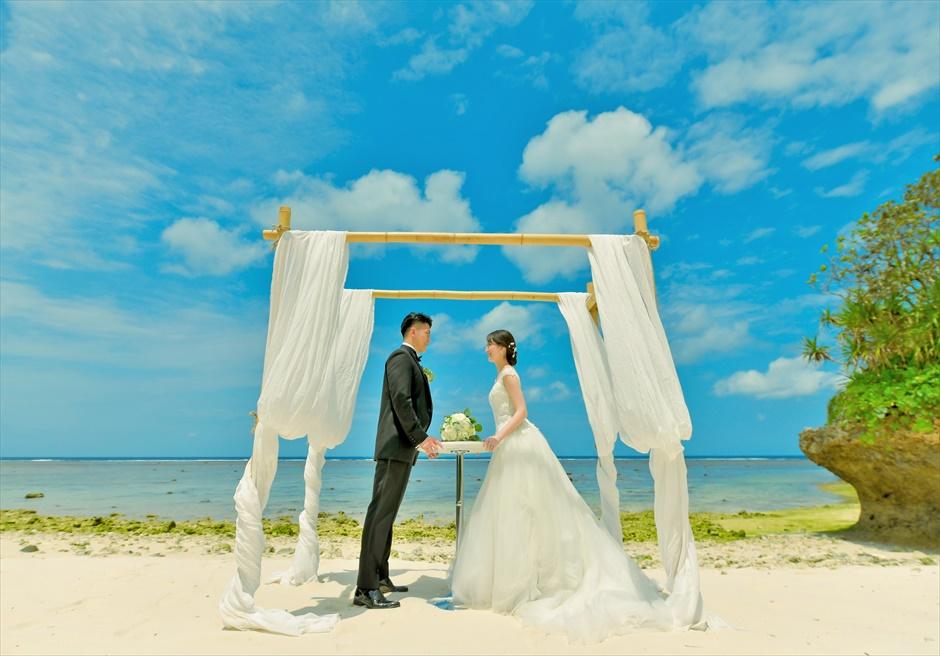 沖縄・石垣島コーラル・テラス結婚式 ラグジュアリー・デッキ・ウェディング ビーチ・ガゼボにて挙式前撮影