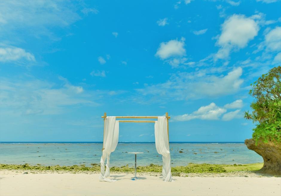 沖縄・石垣島コーラル・テラス結婚式 ラグジュアリー・デッキ・ウェディング ビーチ・ガゼボ