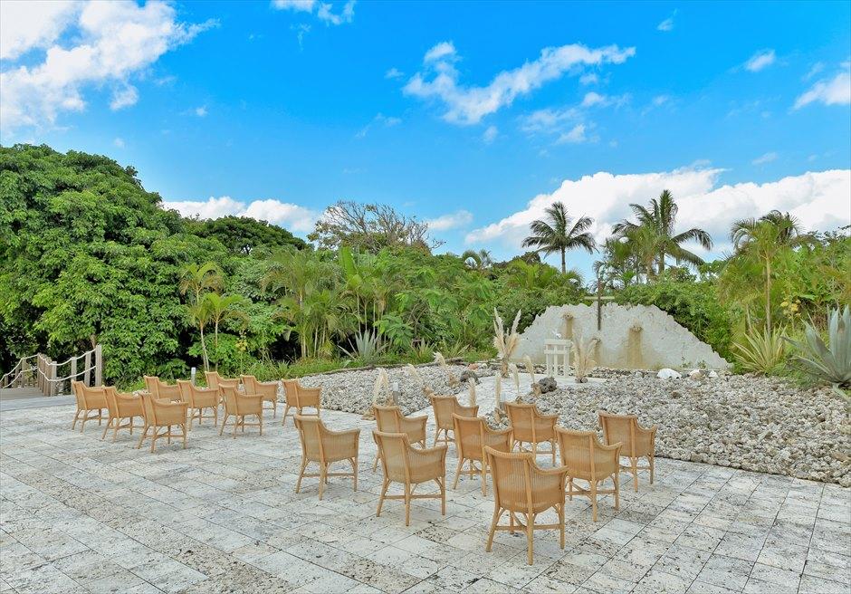 コーラル・テラス石垣島・沖縄結婚式│コーラル・チャペル・ウェディング│緑深いジャングルに囲まれた挙式会場