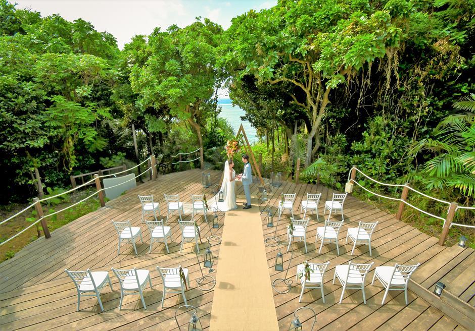 コーラル・テラス石垣島・沖縄│オーシャンフロント・デッキ・ウェディング│海とジャングルに囲まれた大秘境挙式