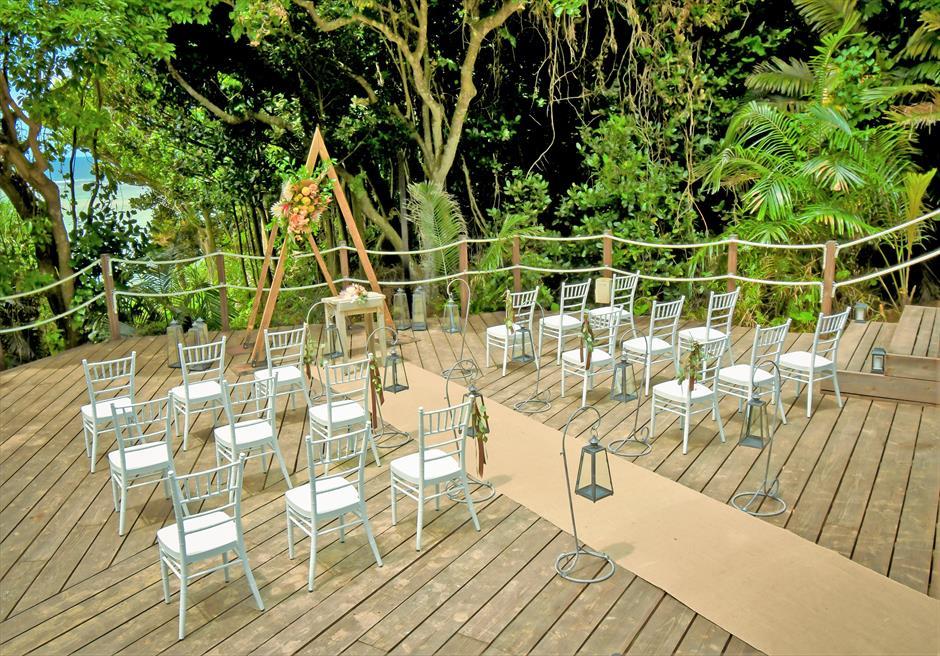 コーラル・テラス石垣島・沖縄│オーシャンフロント・デッキ・ウェディング│緑深いジャングルに囲まれた挙式会場