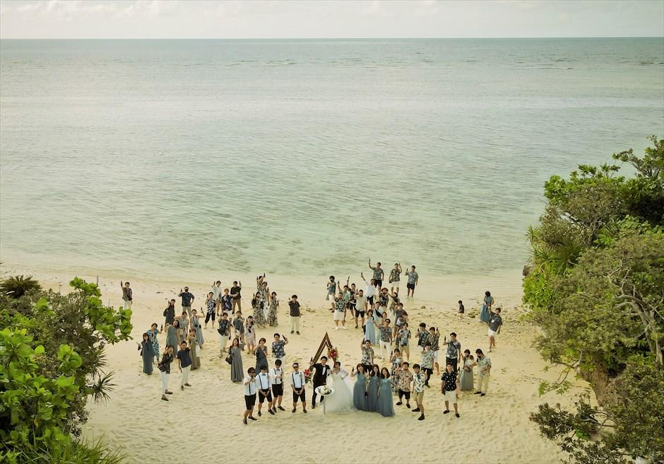 コーラル・テラス石垣島・沖縄 オーシャンフロントデッキ・ウェディング 挙式後ビーチ・集合写真