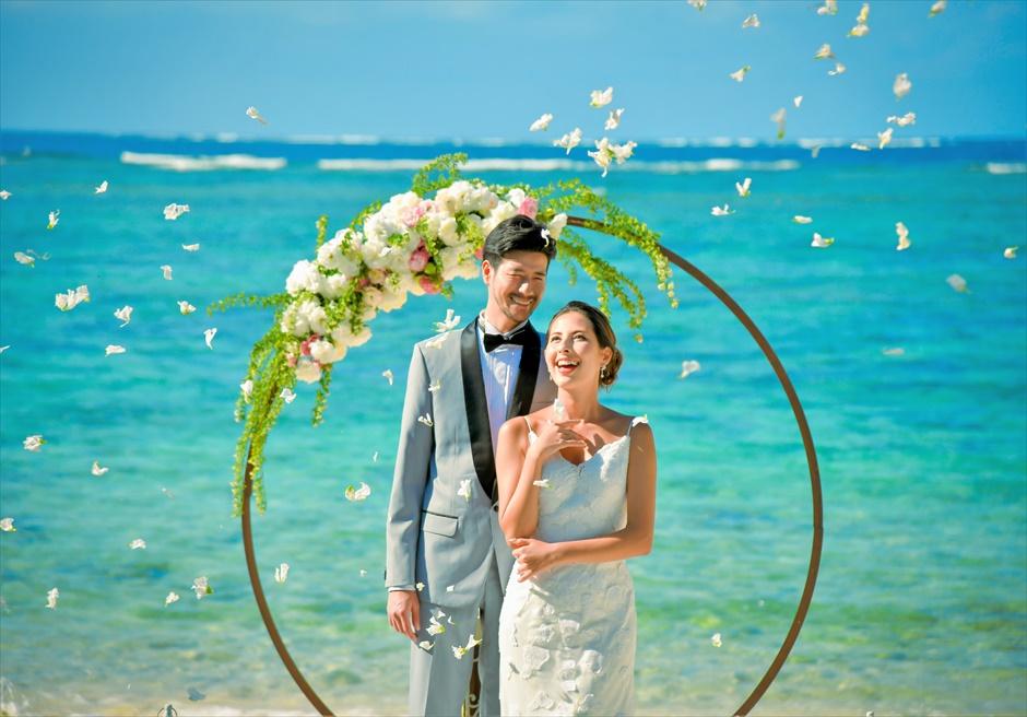 コーラル・テラス石垣島・沖縄結婚式│シークレット・ビーチ・ウェディング│生花のフラワーシャワー