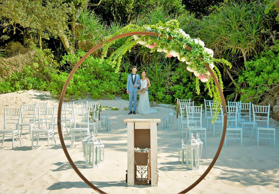 コーラル・テラス石垣島・沖縄結婚式│シークレット・ビーチ・ウェディング│ジャングルをバックに美しい白砂ビーチを入場