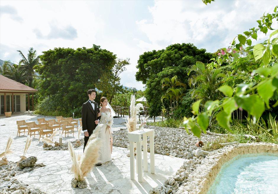 コーラル・テラス石垣島・沖縄結婚式│コーラル・チャペル・ウェディング│噴水上のクロスを舞台にした挙式シーン
