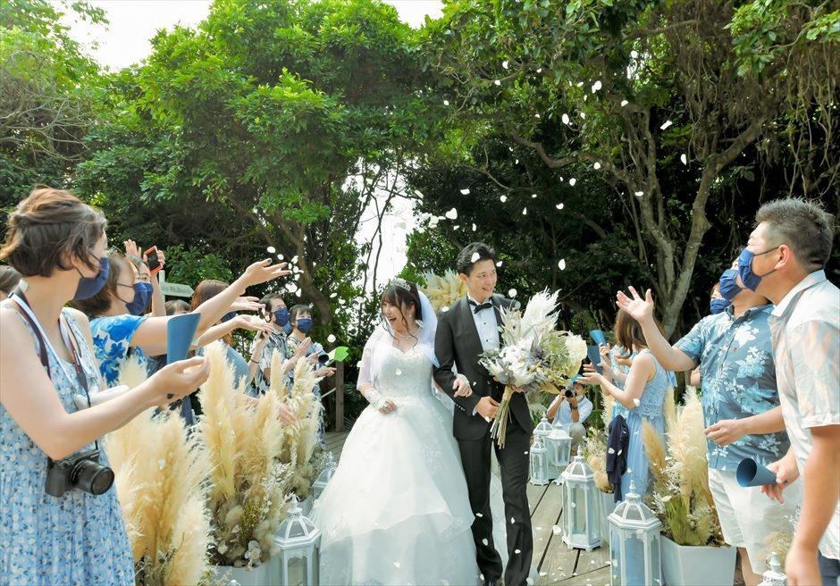 コーラル・テラス石垣島・沖縄 オーシャンフロントデッキ・ウェディング デッキ・生花のフラワーシャワー