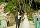 生花のフラワーシャワー(ビーチ)│コーラル・テラス石垣島・沖縄挙式オプション