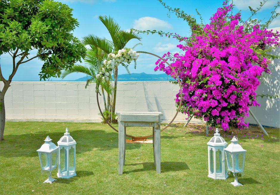 海邦フサキ石垣島・沖縄ヴィラ・ウェディング オーシャンフロント・フラワー・ガーデン挙式 祭壇周り装飾