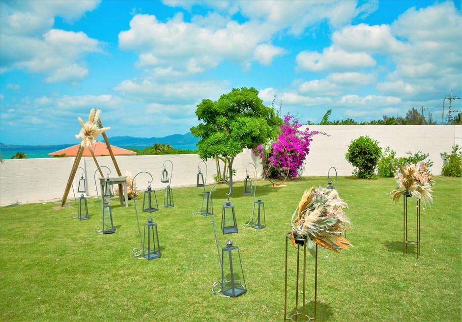 海邦フサキ石垣島・沖縄結婚式 オーシャンフロント・ヴィラ・ガーデン挙式 挙式会場よりフラワーガーデンを望む