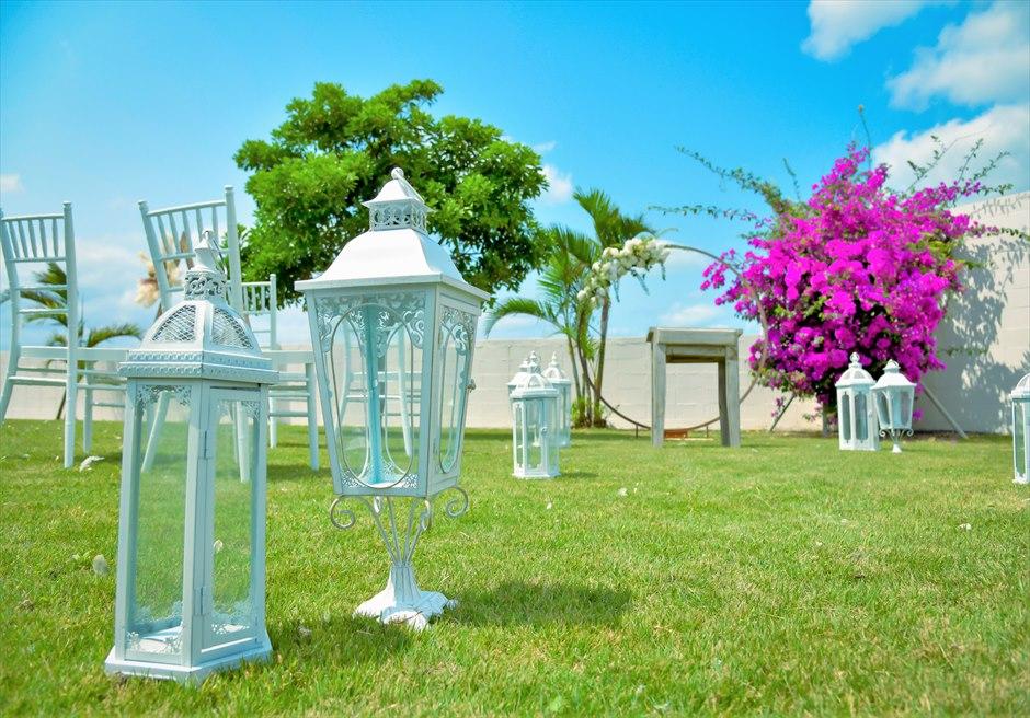 海邦フサキ石垣島・沖縄ヴィラ・ウェディング オーシャンフロント・フラワー・ガーデン挙式 ホワイト・ランタン装飾