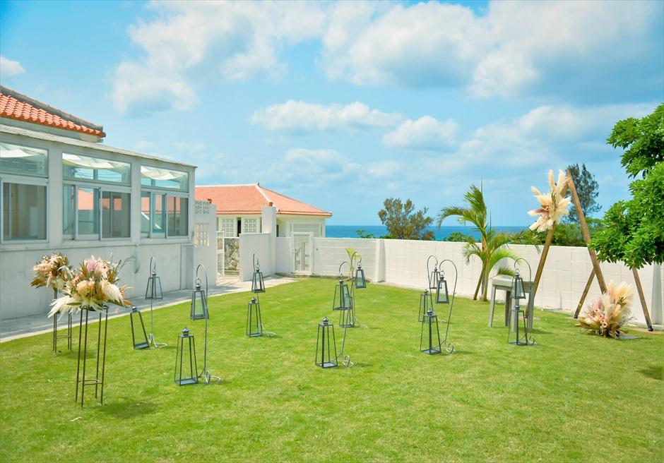 海邦フサキ石垣島・沖縄結婚式 オーシャンフロント・ヴィラ・ガーデン挙式 本館ヴィラを望むガーデン挙式会場