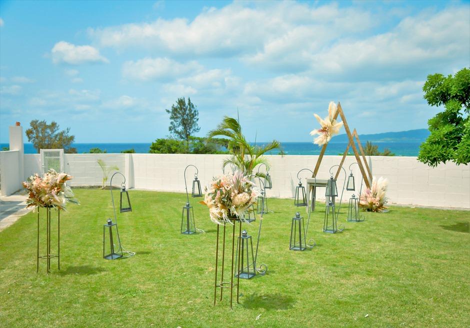海邦フサキ石垣島・沖縄結婚式 オーシャンフロント・ヴィラ・ガーデン挙式 ヴィラ前には熱帯雨林が生い茂る