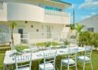 海邦フサキ・ウェディングパーティー&披露宴 ガーデン会場から別館を望む