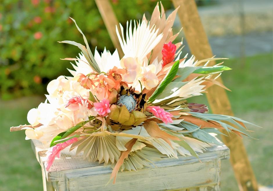 舟蔵の里・石垣島・沖縄結婚式 琉球古民家ガーデン・ウェディング 祭壇生花センターピースフラワー