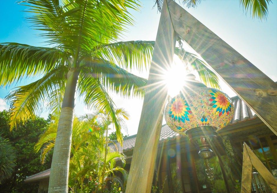 舟蔵の里・石垣島・沖縄結婚式 琉球古民家ガーデン・ウェディング トライアングルアーチ装飾