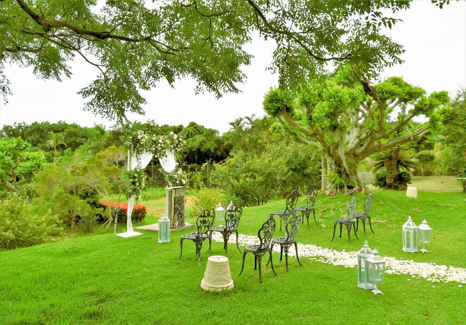 ハーブ・ガーデン・パナ石垣島沖縄結婚式│ヒーリング・ウェディング│高台よりハーブガーデンを望む