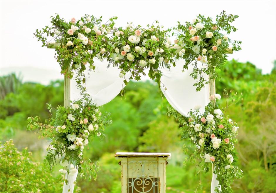 ハーブ・ガーデン・パナ石垣島沖縄結婚式│ヒーリング・ウェディング│アーチ生花装飾