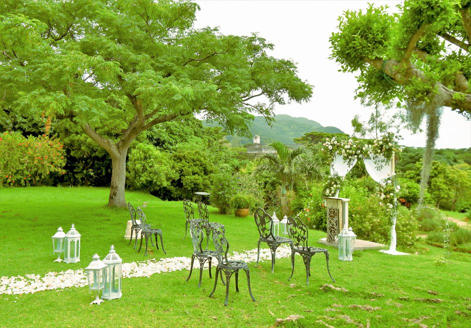 ハーブ・ガーデン・パナ石垣島沖縄結婚式│ヒーリング・ウェディング│美しい木々に囲まれた挙式会場