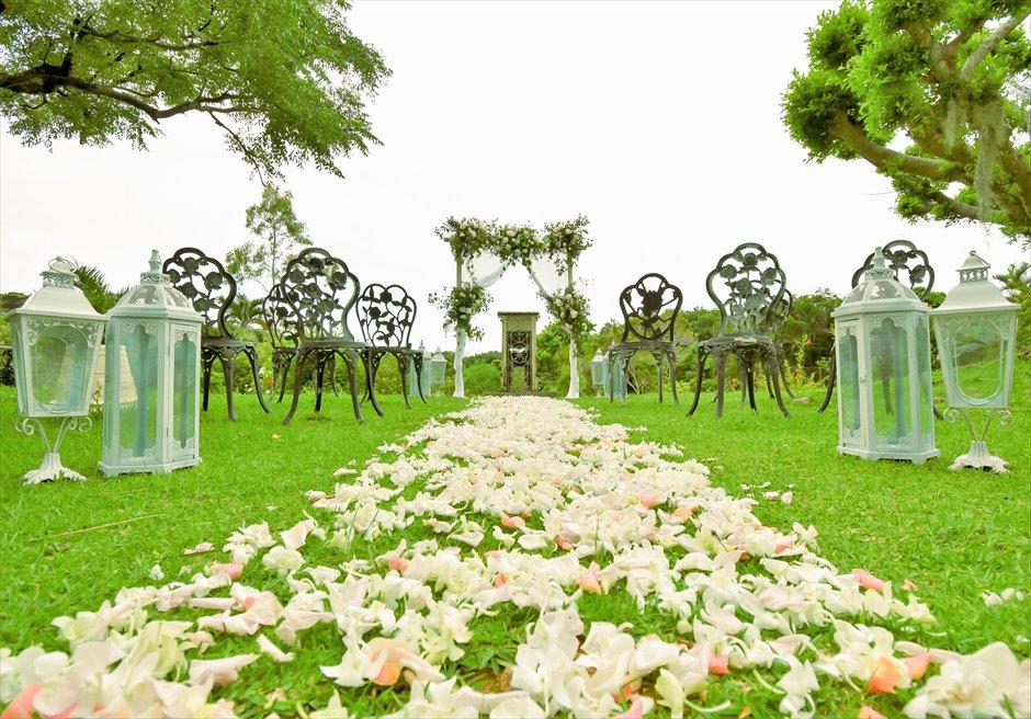 ハーブ・ガーデン・パナ石垣島沖縄結婚式│ヒーリング・ウェディング│生花のフルフラワーバージンロード