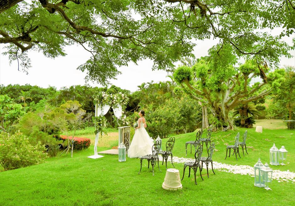 ハーブ・ガーデン・パナ石垣島沖縄結婚式│ヒーリング・ウェディング│美しい木々に囲まれた挙式イメージ