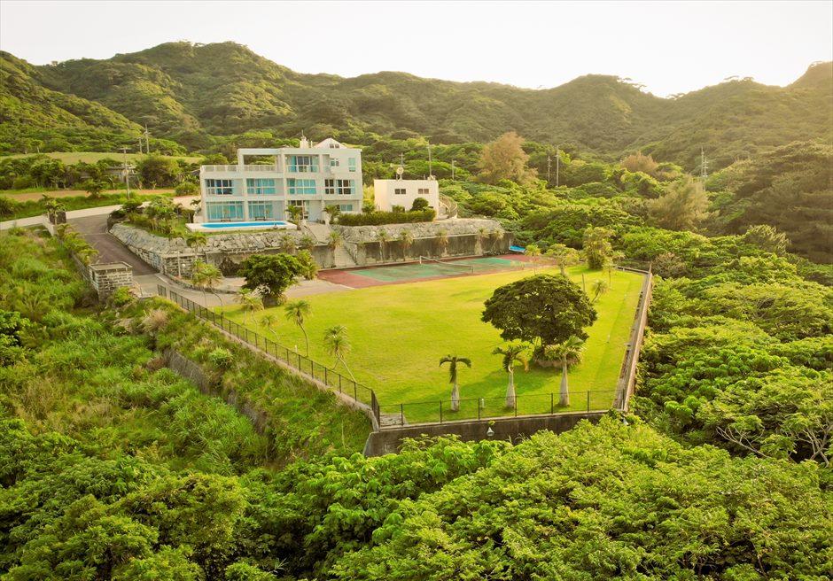 ホテル海邦川平・石垣島沖縄・結婚式│ツリー・ガーデン・ウェディング│山々に囲まれたガーデン全景