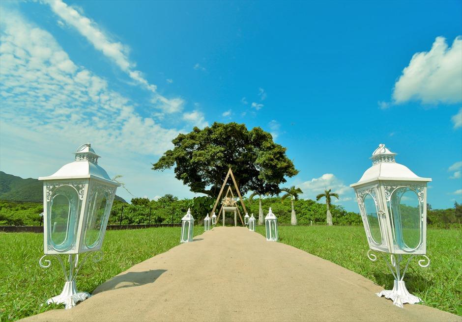 ホテル海邦川平・石垣島沖縄結婚式 ヘブンズ・ドア・ガーデン・ウェディング ヘンプ(麻)のバージンロード