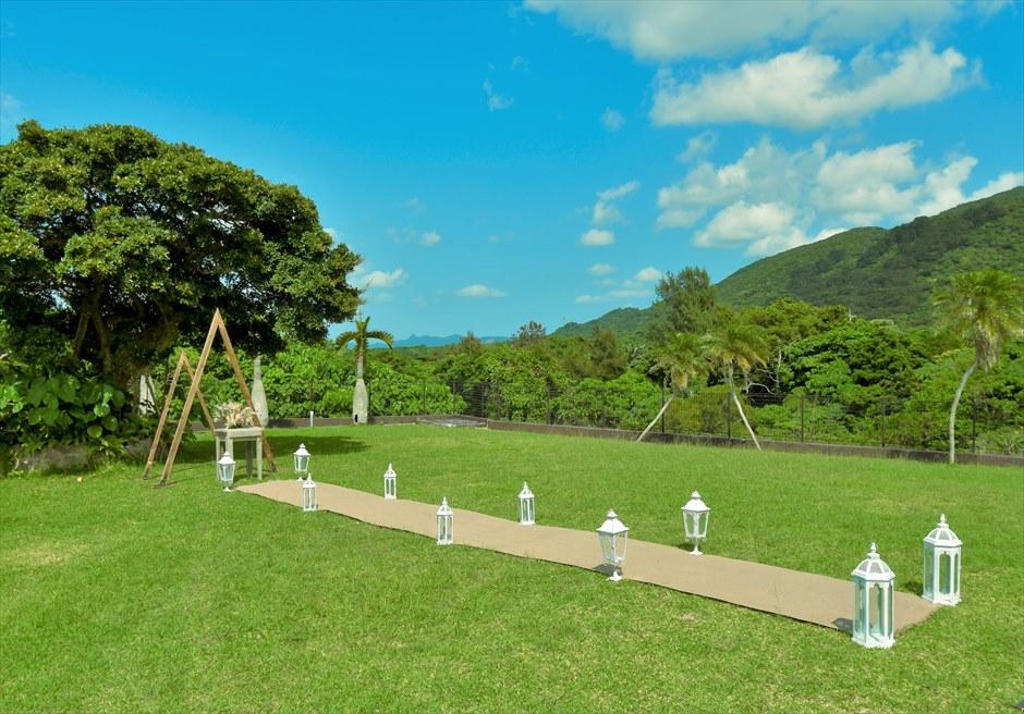 ホテル海邦川平・石垣島沖縄結婚式 ヘブンズ・ドア・ガーデン・ウェディング 緑深い山々に囲まれたガーデン