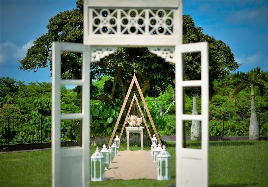 ホテル海邦川平・石垣島沖縄結婚式 ヘブンズ・ドア・ガーデン・ウェディング ヘブンズドアより絵画のような挙式会場